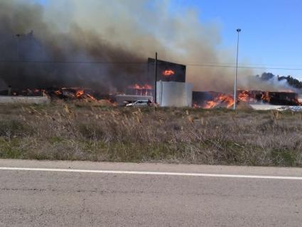 Aparatoso incendio en la campa de FORESTALIA en Erla
